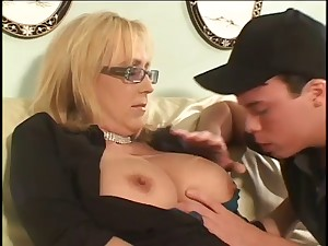 Aged cougar acquires off on younger penis